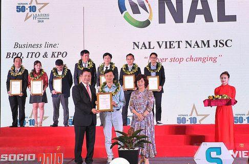 NALは2018年再びベトナムIT企業トップ50 + 10として表彰受けました